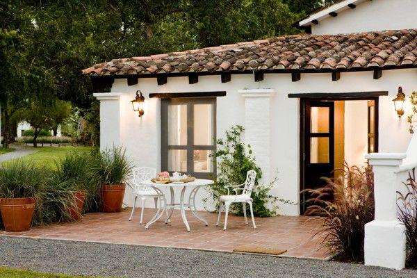 Rustic ranch in argentina house of jasmines ventanas for Fachadas de casas mexicanas rusticas