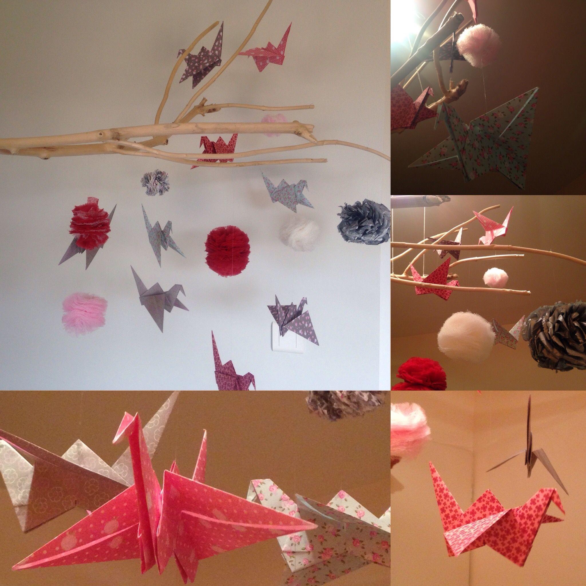 Mobile pour enfant en bois flotté, origami et pompon