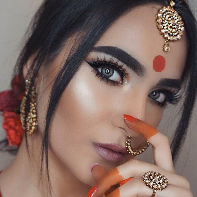 IG A M T U L ☽ (@makeupbyamtul) Bollywood. Makeup. Bindi. Tikka ...