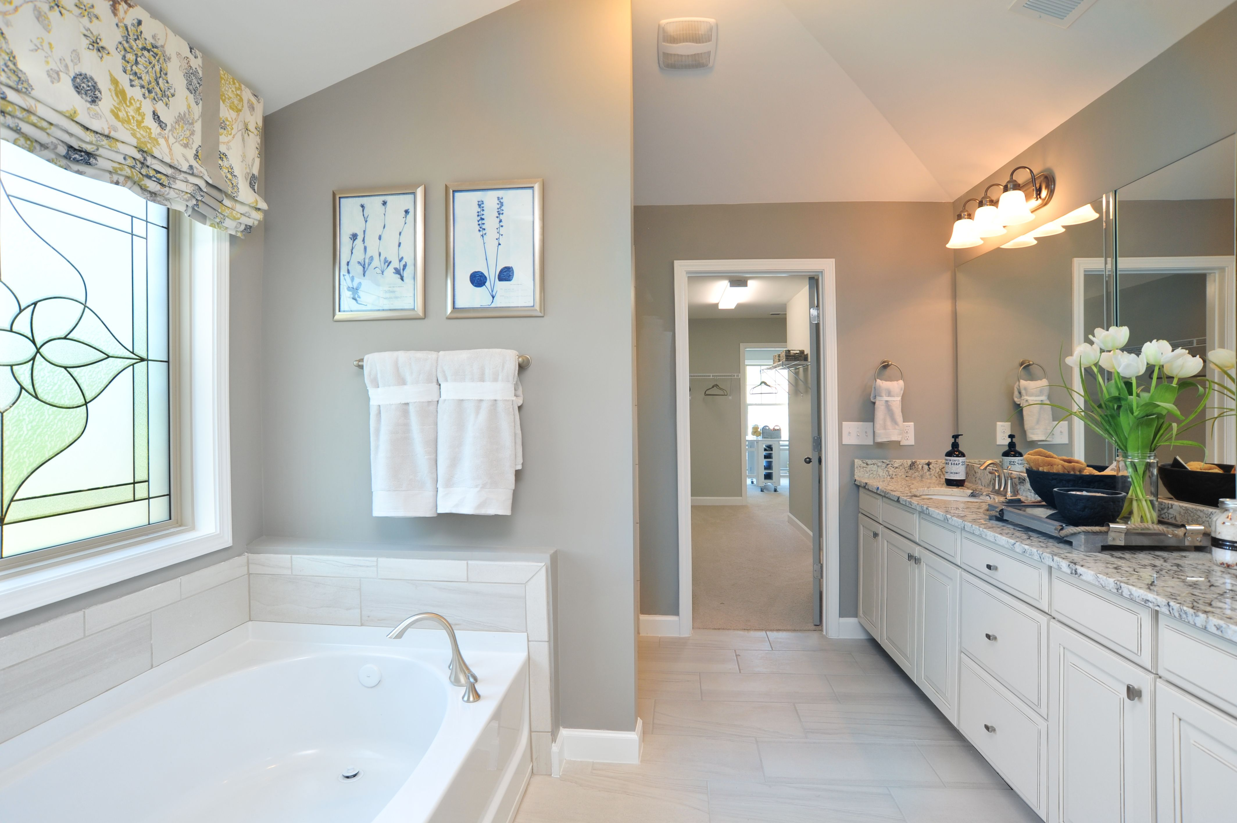 With A Master Bath And A Walk In Closet Too Would This Master