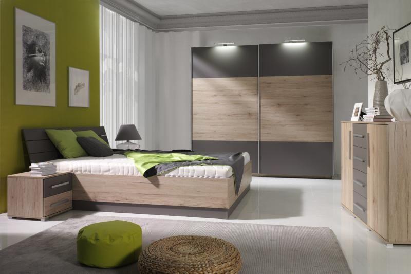 complete slaapkamer set bestaande uit tweepersoonsbed twee nachtkastjes en een zweefdeur kledingkast