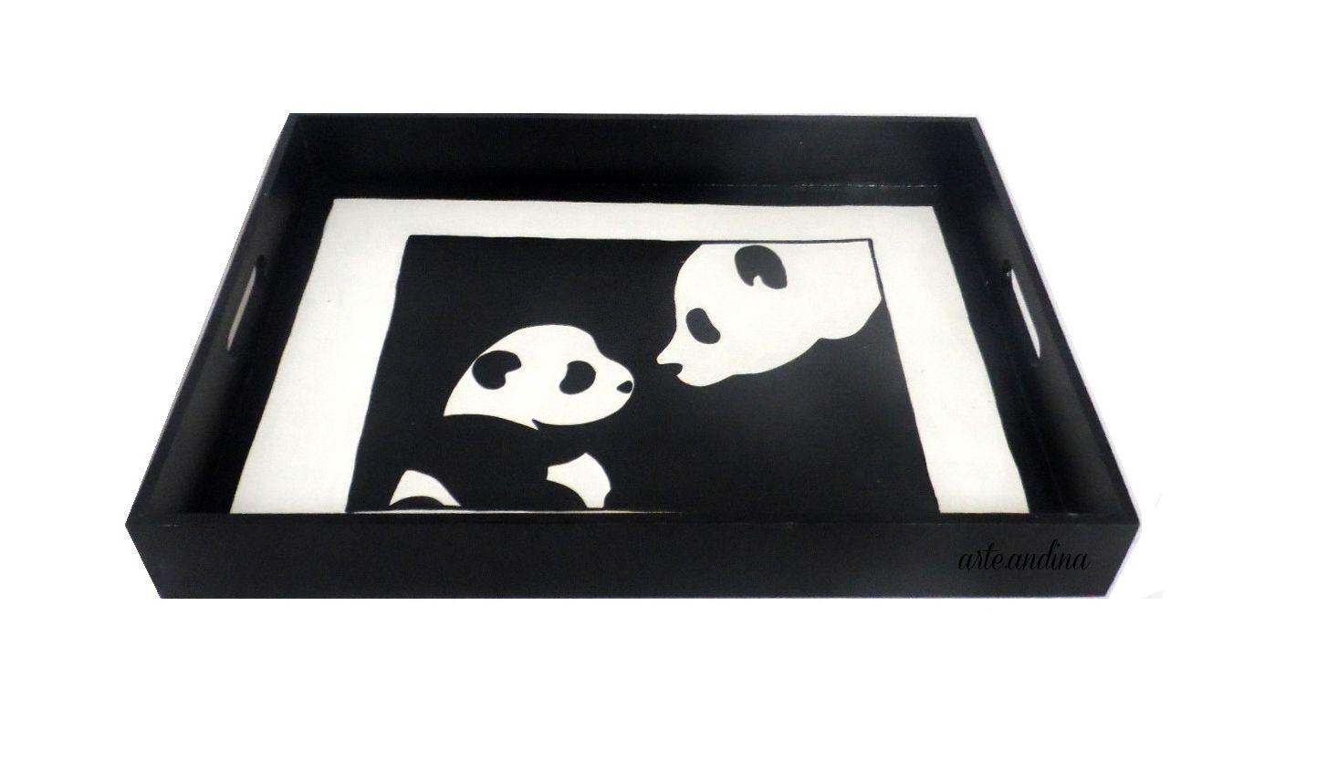 Bandeja de madera con diseño de Mamá Panda   pintado a mano!  Wood Tray, Panda Mom design.