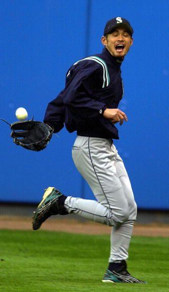 Ichiro behind the back catch while on the run. | Ichiro Suzuki ...