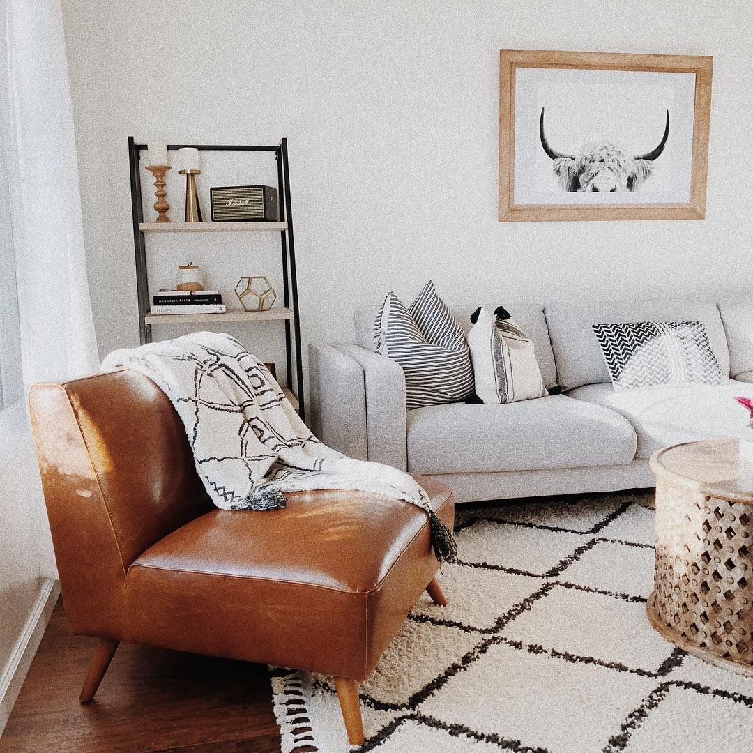 A bright boho modern living room featuring the Aquarius Sofa, photo via @nataliaxhome #boholivingroom