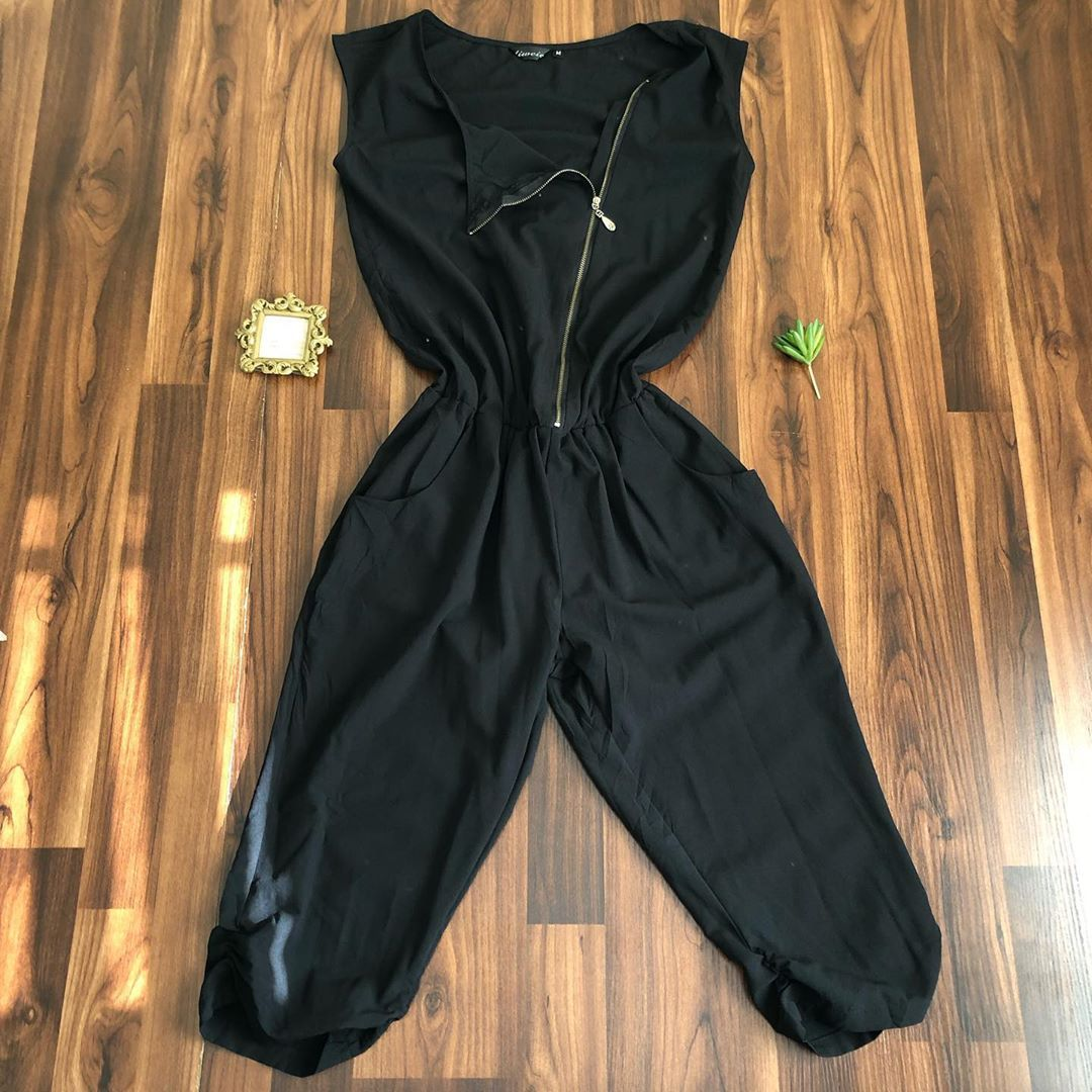 #ootd #dailylook #dailyfashion #ootdfashion #fashiondaily #fashionlover #fashionaddict Jumpsuit avai...
