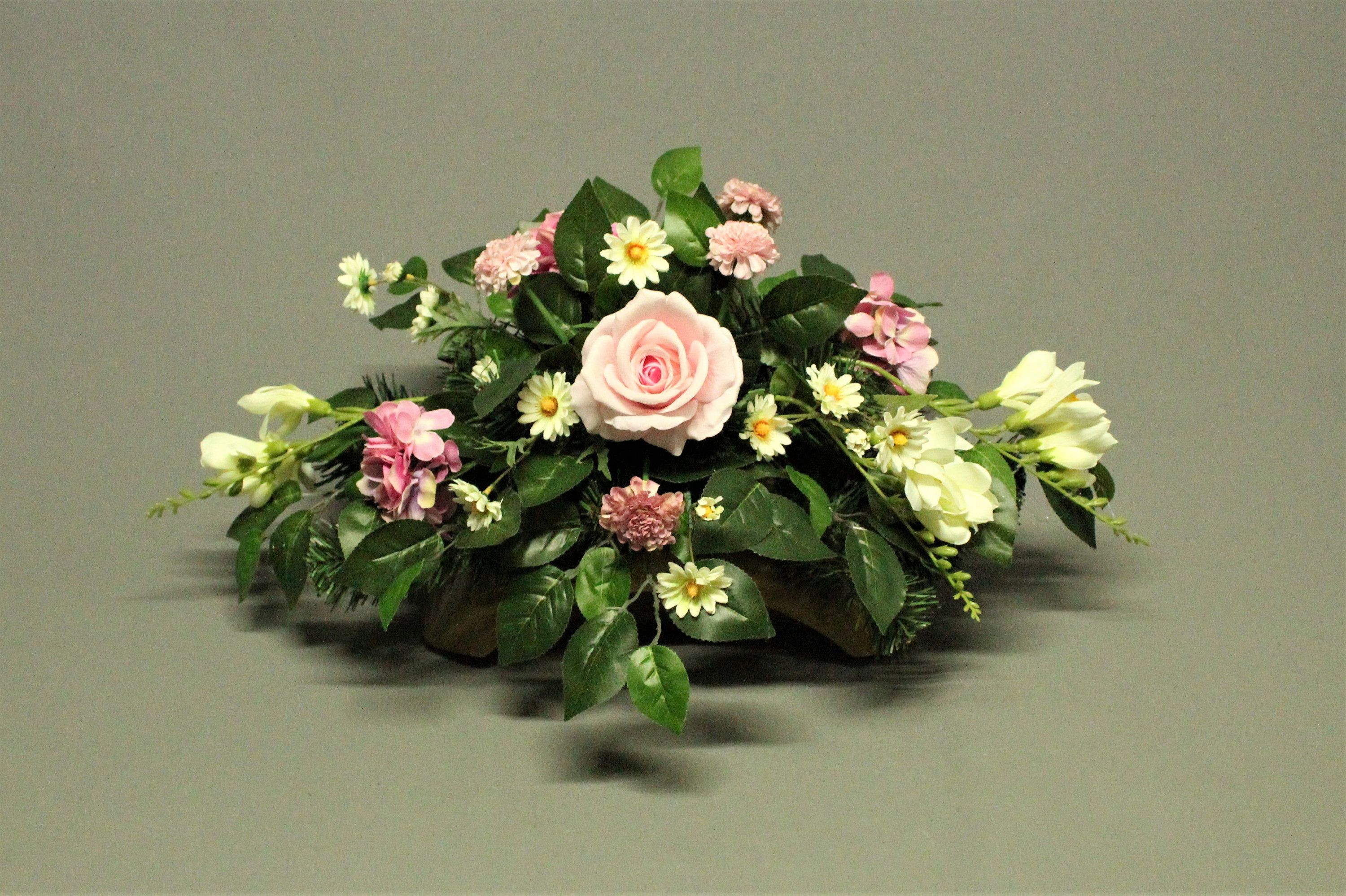 Tombstone Decoration Artificial Flowers Decoration For Monument Tomb For Grave Cemetery Decorations Feast Of The Dead Funeral Decorations In 2020 Artificial Flowers Cemetery Decorations Florist Studio