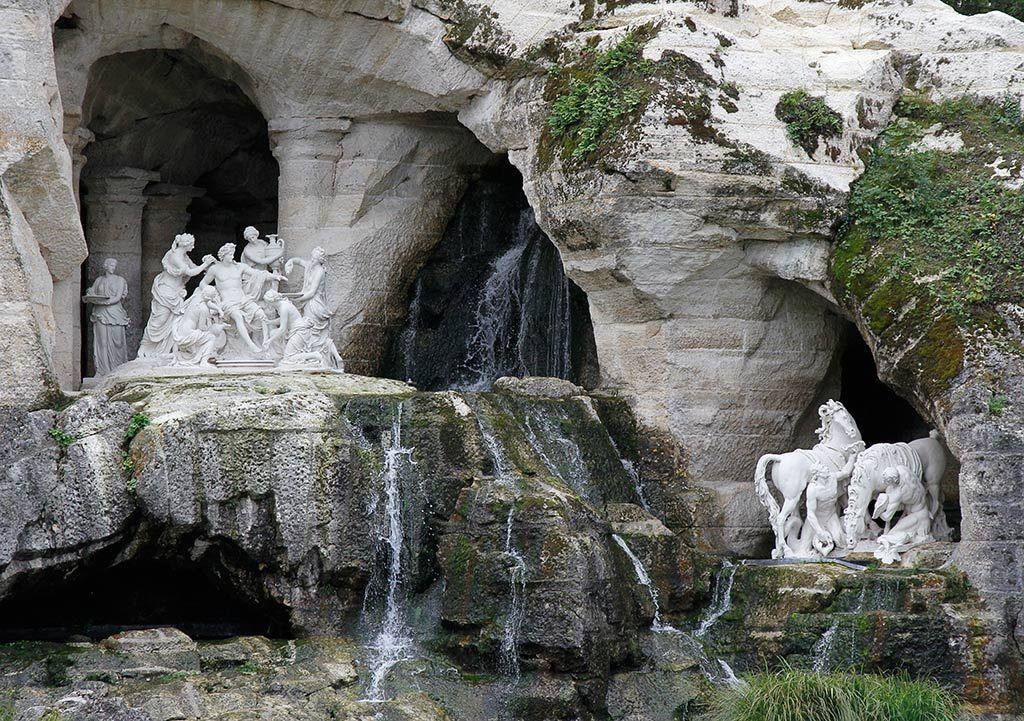 Les Bains d'Apollon, bosquet du Parc du Château de Versailles. | Natural  landmarks, Mount rushmore, Landmarks