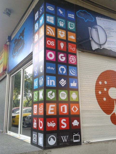 Diseño de la imagen exterior de local de marketing digital
