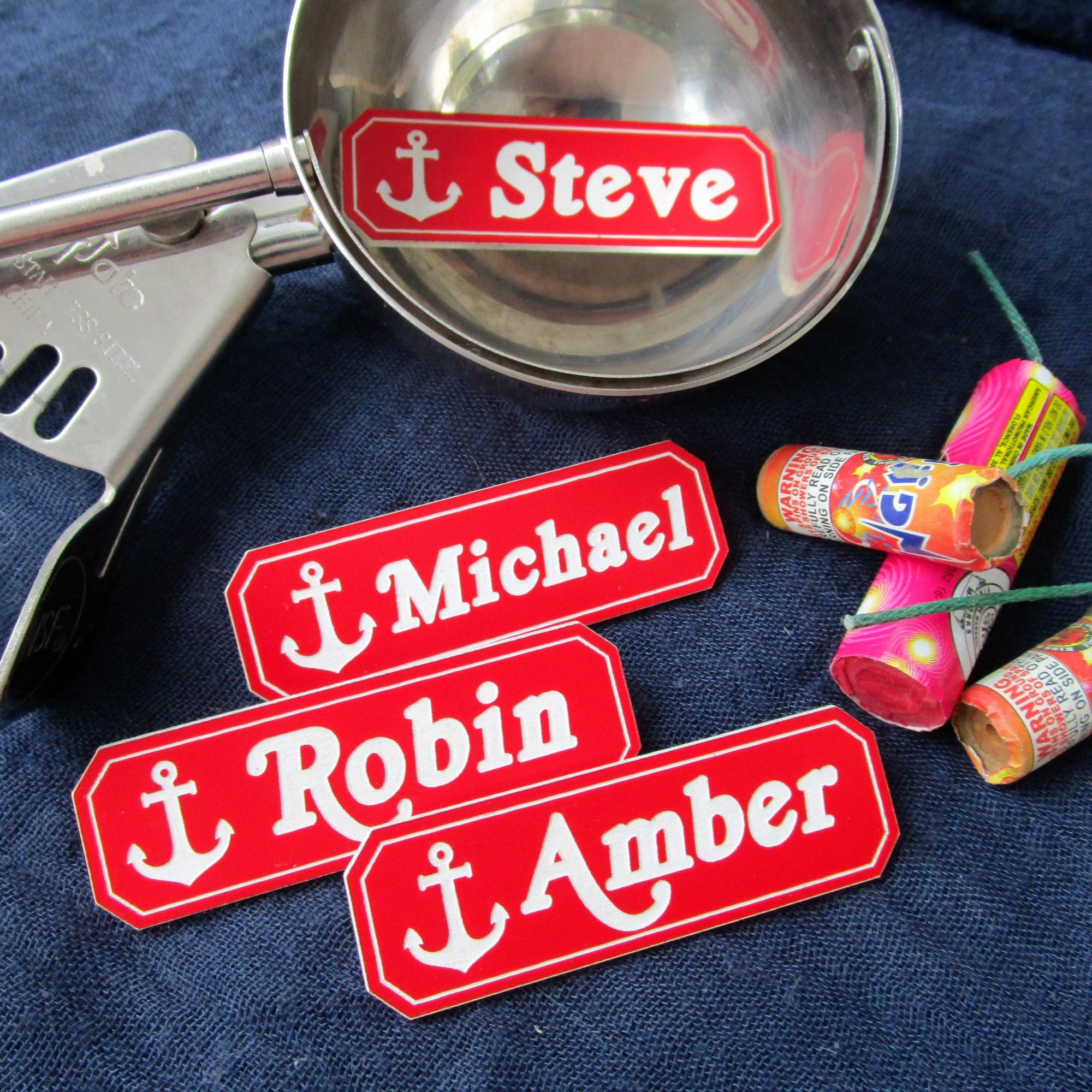 ROBIN from STRANGER Things Scoops AHOY Magnetic Name Badge /& Ice Cream Button Halloween Costume Prop