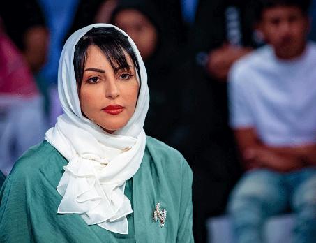 ملاك الحسيني تثير الجدل وتتصدر Fashion Hijab