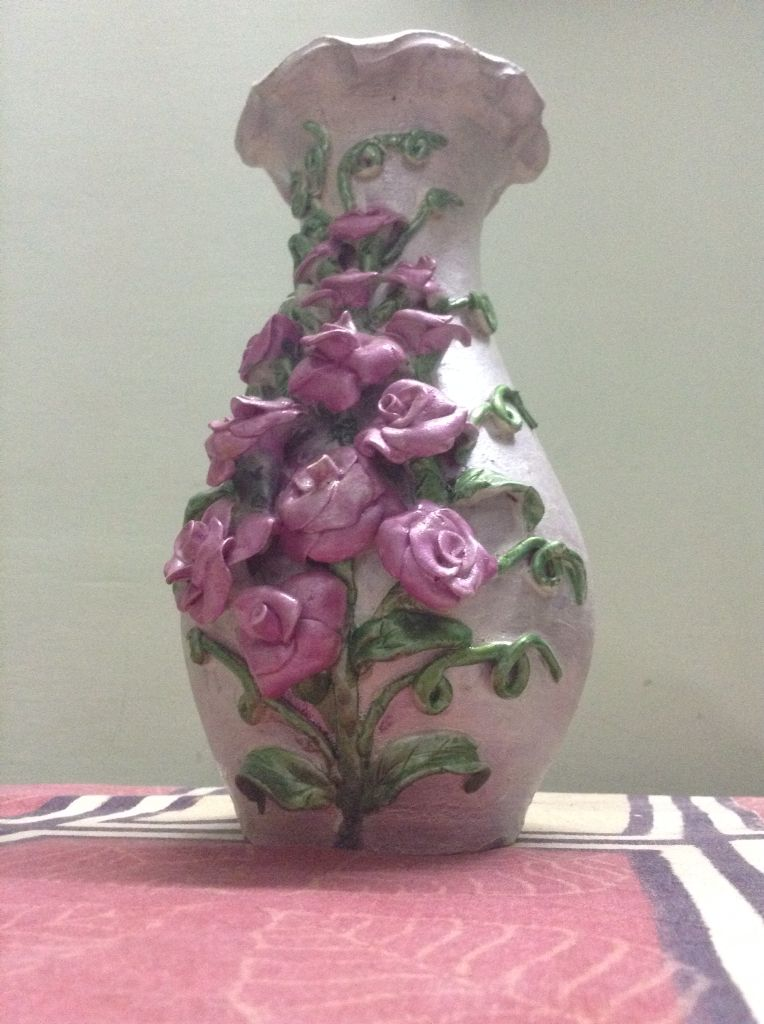 shilpkar clay art on pot pot decorated with shilpkar  Garrafas decoradas, Vasos rústicos