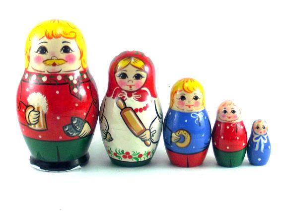 Nesting Dolls Russian Matryoshka Traditional Babushka Wooden Stacking set 5 pcs