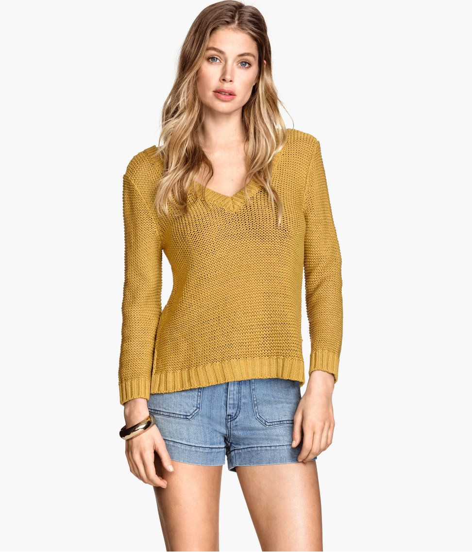 Mustard yellow sweater with front & back V-neck, 3/4-length sleeves, and side slits. | Warm in H&M