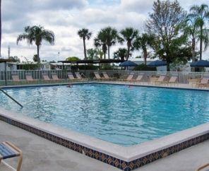 Harbor Lakes Rv Resort Encore Rv Resort In Florida Fort Myers Florida Resorts Dream Vacations Park Resorts
