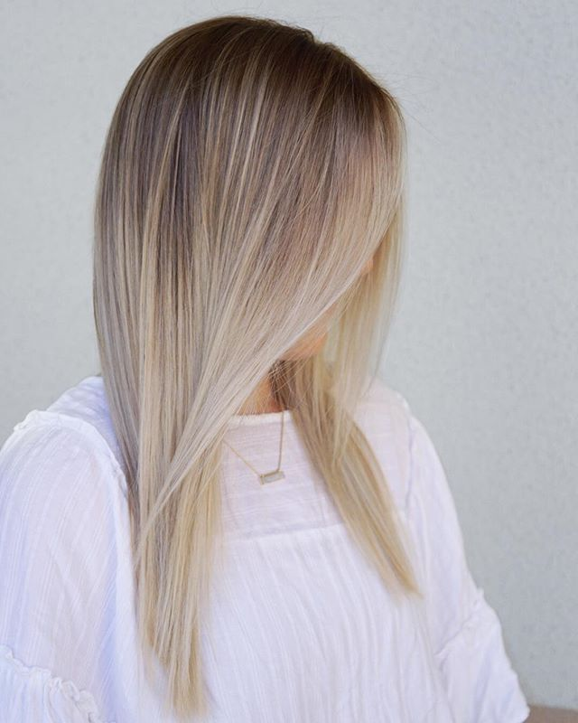 Lived in blonde  . . . @kimjettehair #babylights #colormelt #hairideas #kimjettehair #hairbykimjette #orlando #winterpark #livedinhair #btc #orlandohairstylist #winterparkstylist #hairgoals #bestblondes #contour #hairline #blonde #livedincolor #livedinblonde #blondehighlights