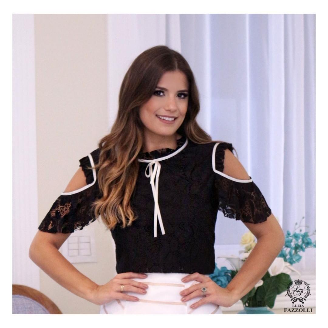 Tendência nos detalhes: blusa ombro vazado, aposte! ✨💛 #LuziaFazzolli #LaBelleModernÉpoque #BelleNoir #Summer17