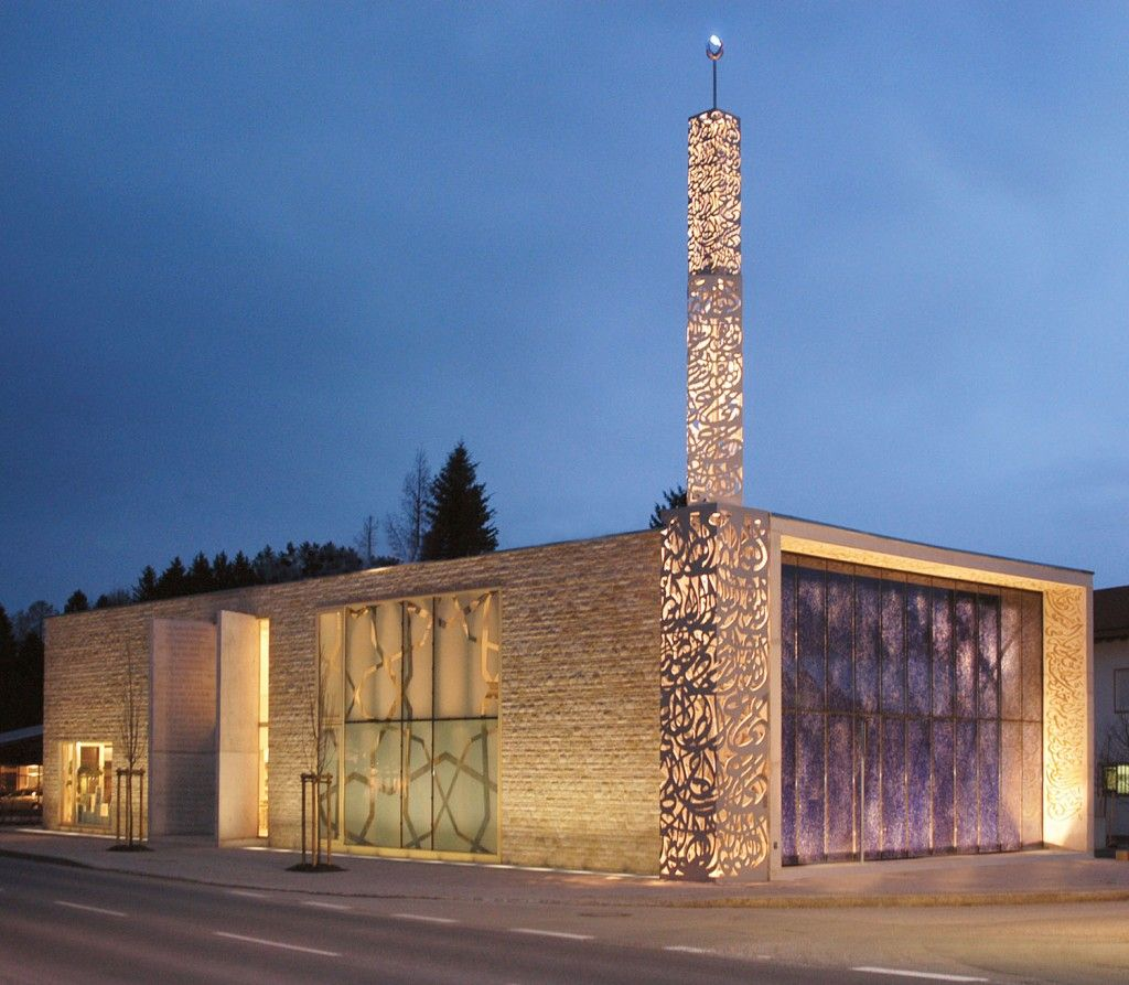 Exterior night time view of the islamic forum of penzberg for Mosque exterior design