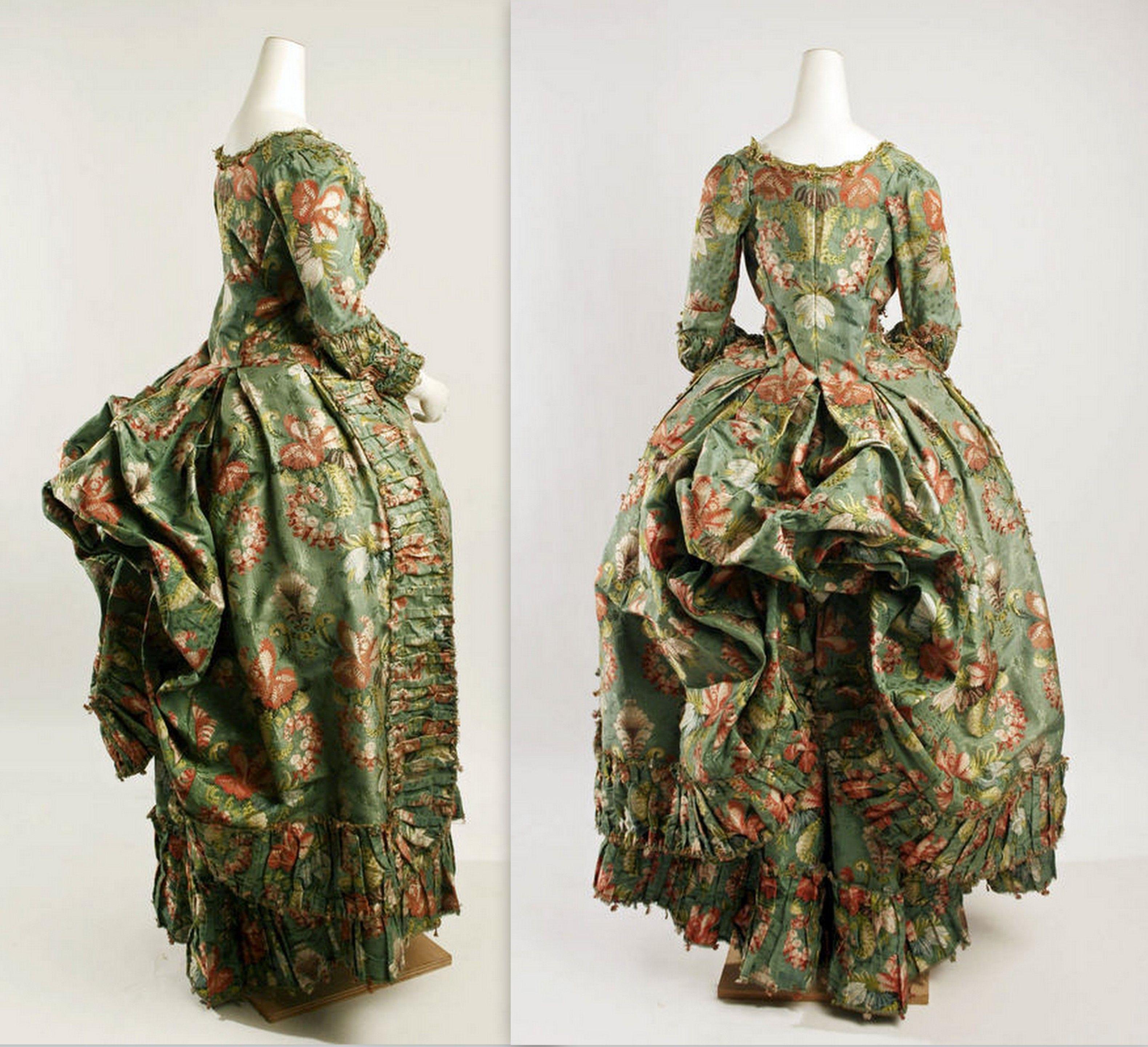 Robe A La Polonaise: 1775- 1793 Robe A La Polonaise