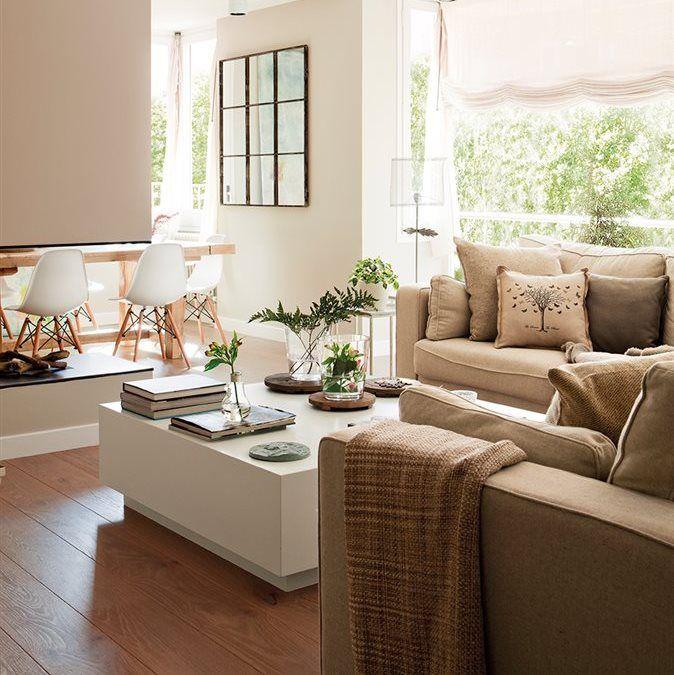 Salón comedor en tonos blancos y beige con chimenea | livings- estar ...