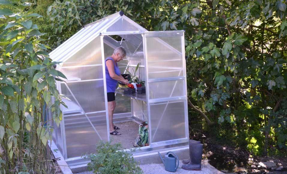 Installer Une Serre En Kit Dans Son Jardin Serre Jardin Construire Une Serre Jardins
