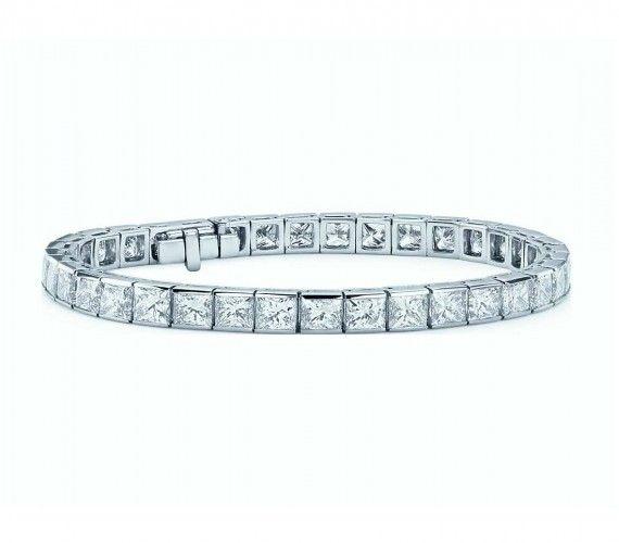 This luxurious diamond tennis bracelet showcases of dazzling ...