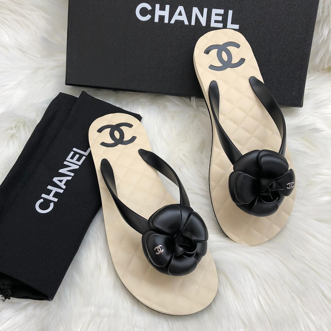 Chanel 2019 flip flop too perfect SIZE