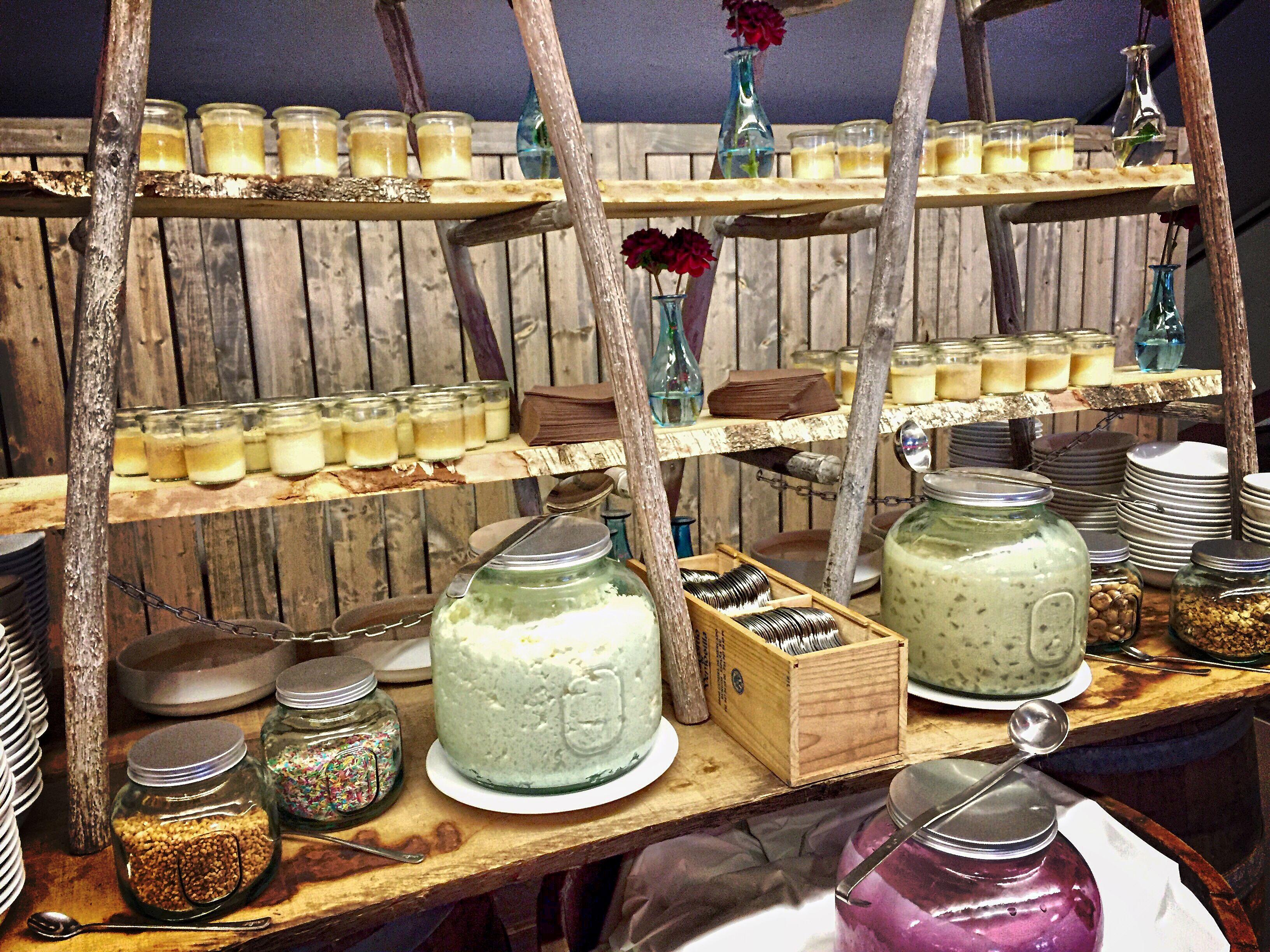 Catering Idee Display Design Vintage Glas Holz Idea Dessert Food Station