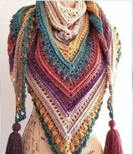 Yarn Cake Inspirations - Free crochet patterns #crochetscarves
