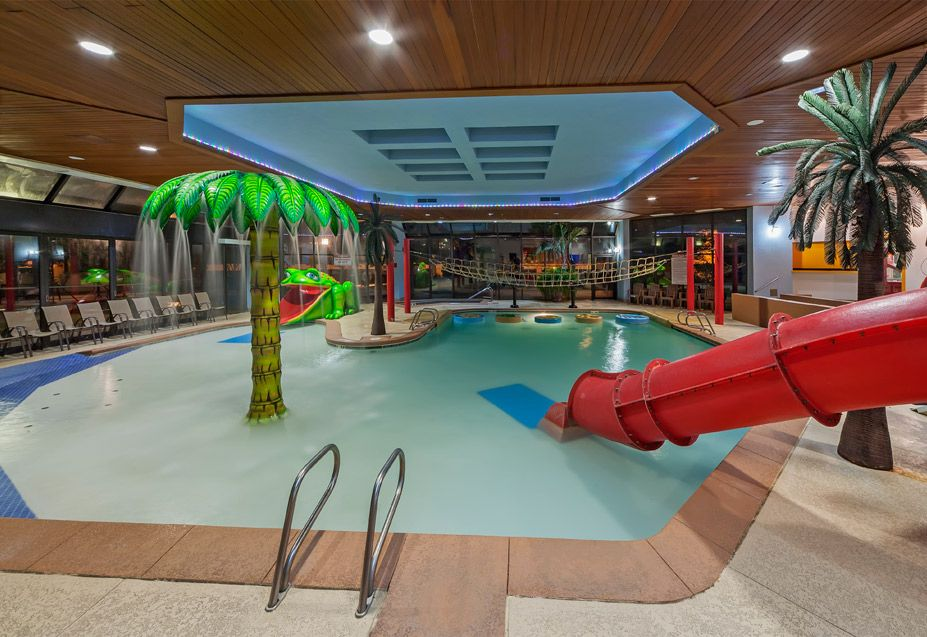 Luxury Wyndham Hotel With An Indoor Water Play Land And Onsite Restaurants Near Downtown Tulsa