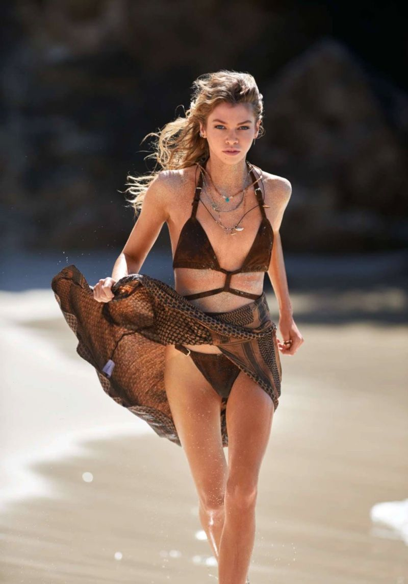 Stella Maxwell topless. 2018-2019 celebrityes photos leaks! new pics