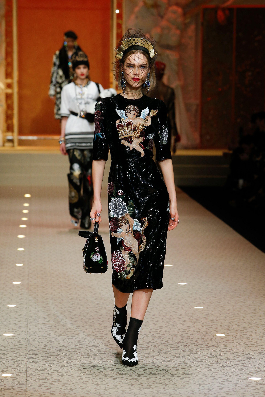 Video e foto dalla passerella del Fashion Show Dolce   Gabbana ... 8f64cdb746b