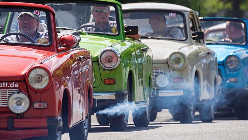 Teilnehmer der Trabi Live-Parade auf dem 18. Internationalen Trabant Meeting in Zwickau. Der Trabi war das häufigste Fahrzeug in der ehemaligen DDR.