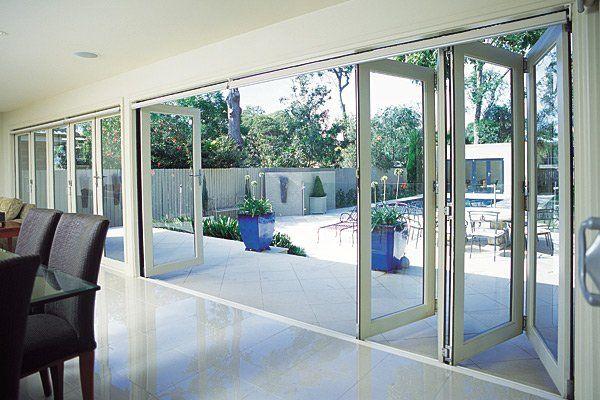 Este tipo de puertas de aluminio nos permite abrir las estancias al