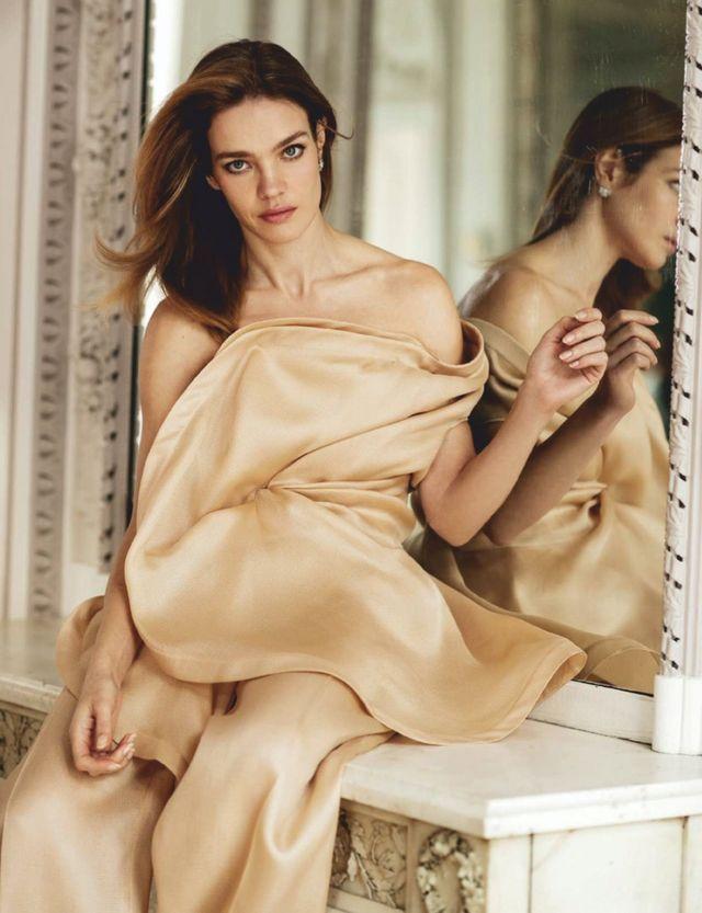 Natalia Vodianova Models Charming Looks for ELLE Spain (Fashion Gone Rogue),#charming #fashion #looks #models #natalia #spain #vodianova