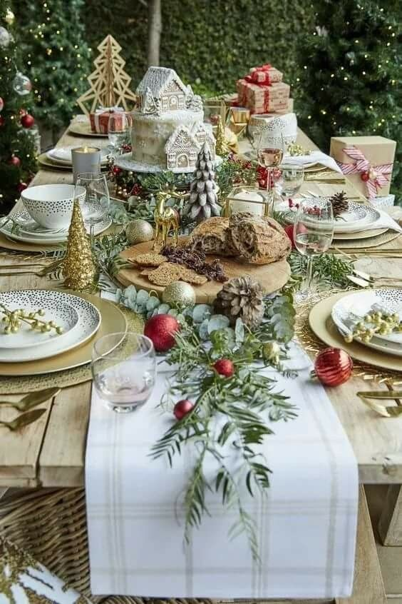 Christmas table all things christmas pinterest tablescapes how lucky are we to have christmas in the summer time decorate your outdoor table and set yourself up for a long lunch because what else is christmas solutioingenieria Images