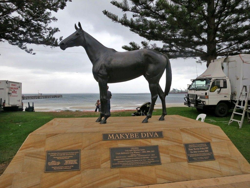 Port Lincoln Statue of champion Makybe Diva Lincoln