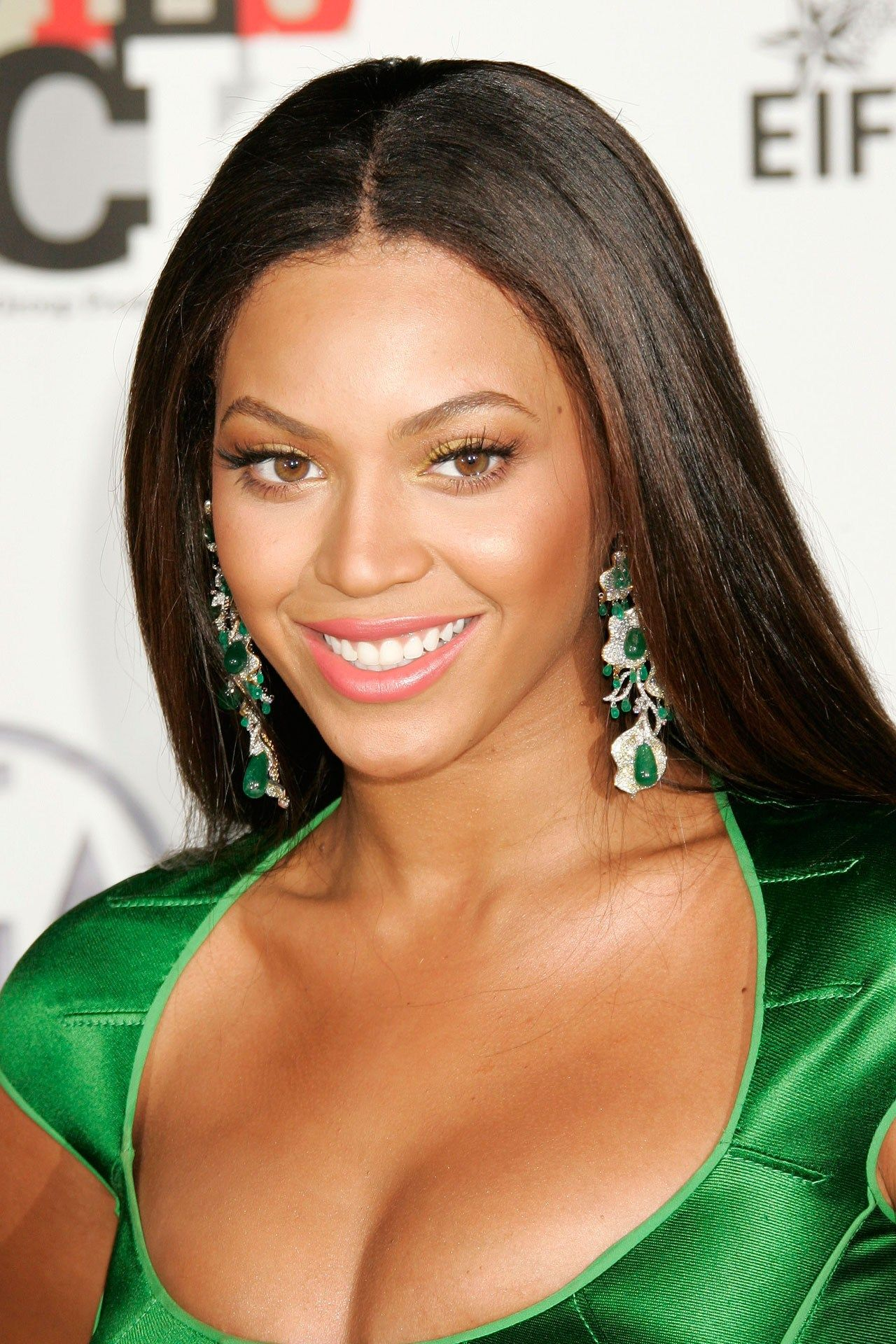 what type of hair does beyonce wear