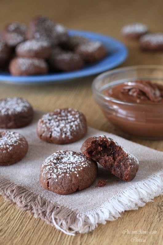 INZUPPINI ALLA NUTELLA facilissimi buoni con solo 3 ingredienti Proviamoli subito http://blog.giallozafferano.it/cucinadichicca/inzuppini-alla-nutella/ - CuciniAmo con Chicca - Google+