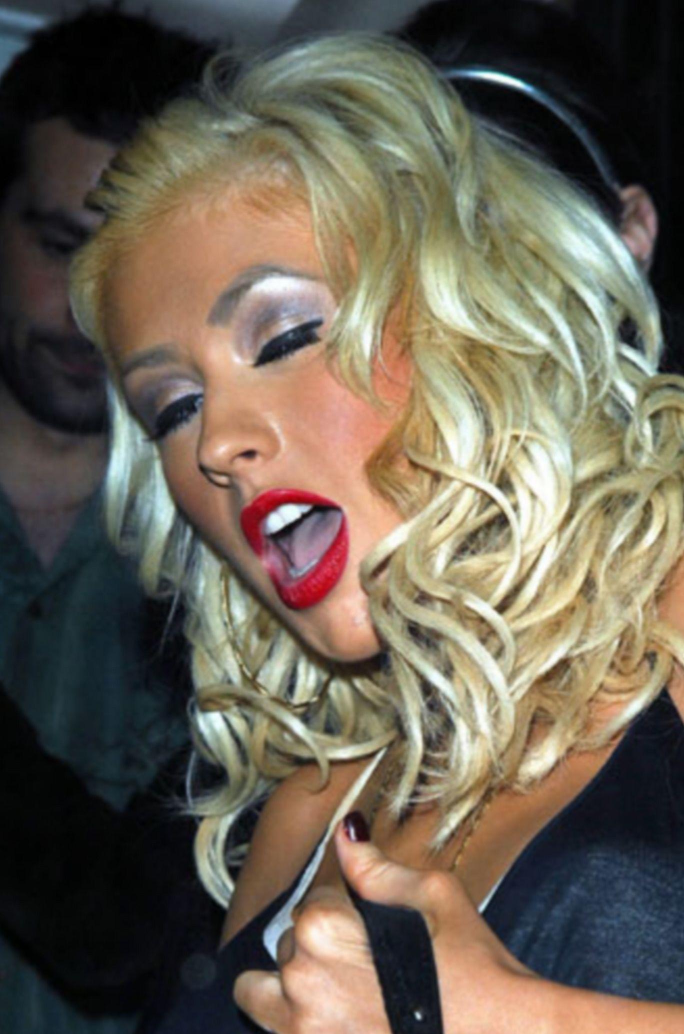 Christina Aguilera Makes Orgasm Face. Celebrities hot ...