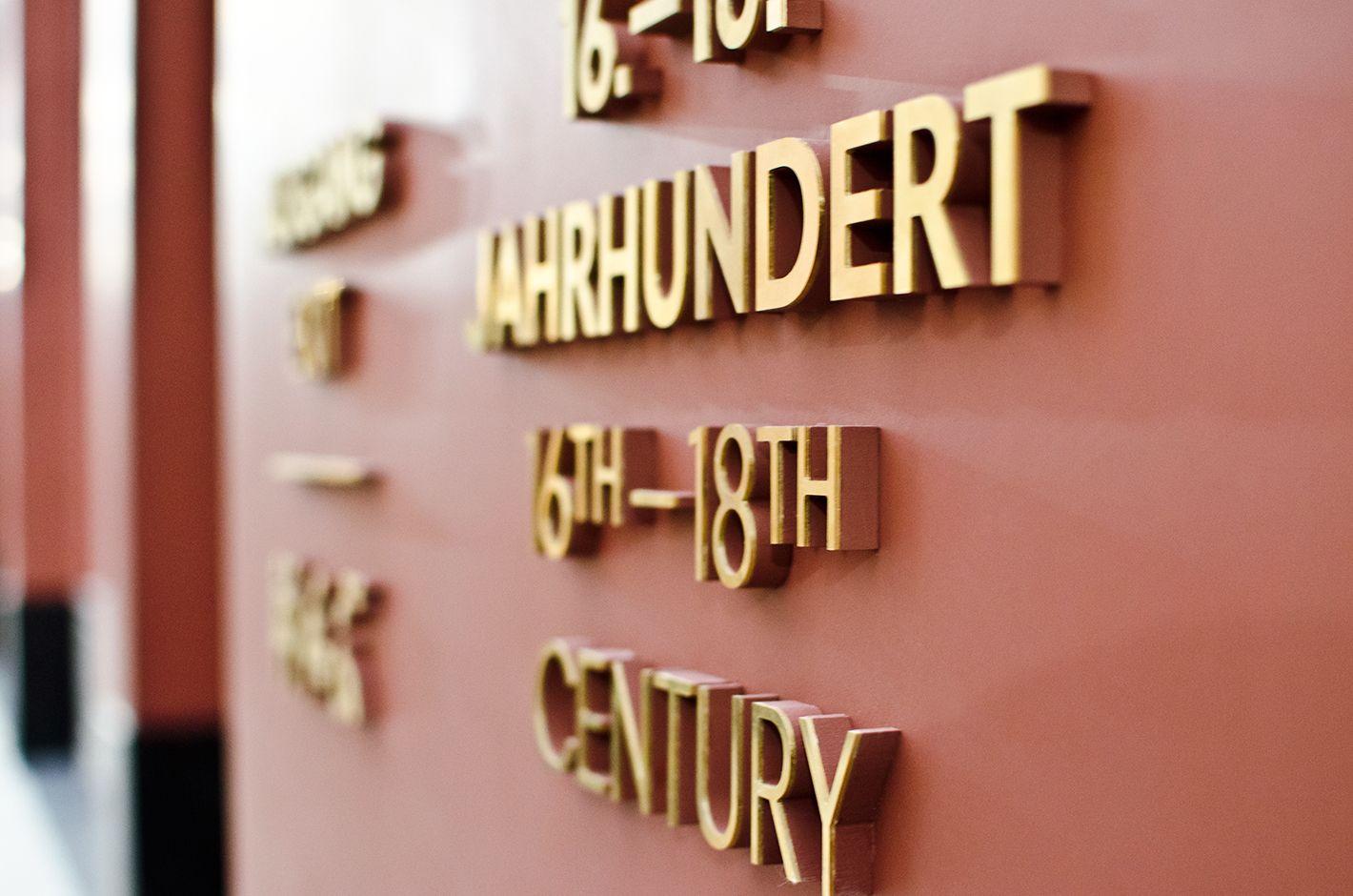 Gourdin Muller Gemaldegalerie Museum Alte Meister Dresden Dresdner Zwinger Semper Leitsystem Orientierun Leitsysteme Schilder Design Corporate Design