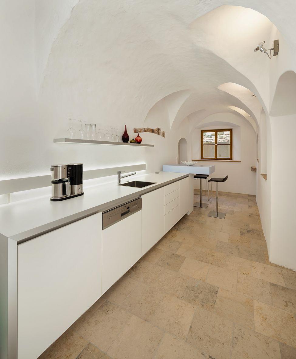 Büro Küche Mit Spülmaschine | Kuche Gewolbe Weiss Sitzmoglichkeit Aus Dem 16 Jahrhundert In