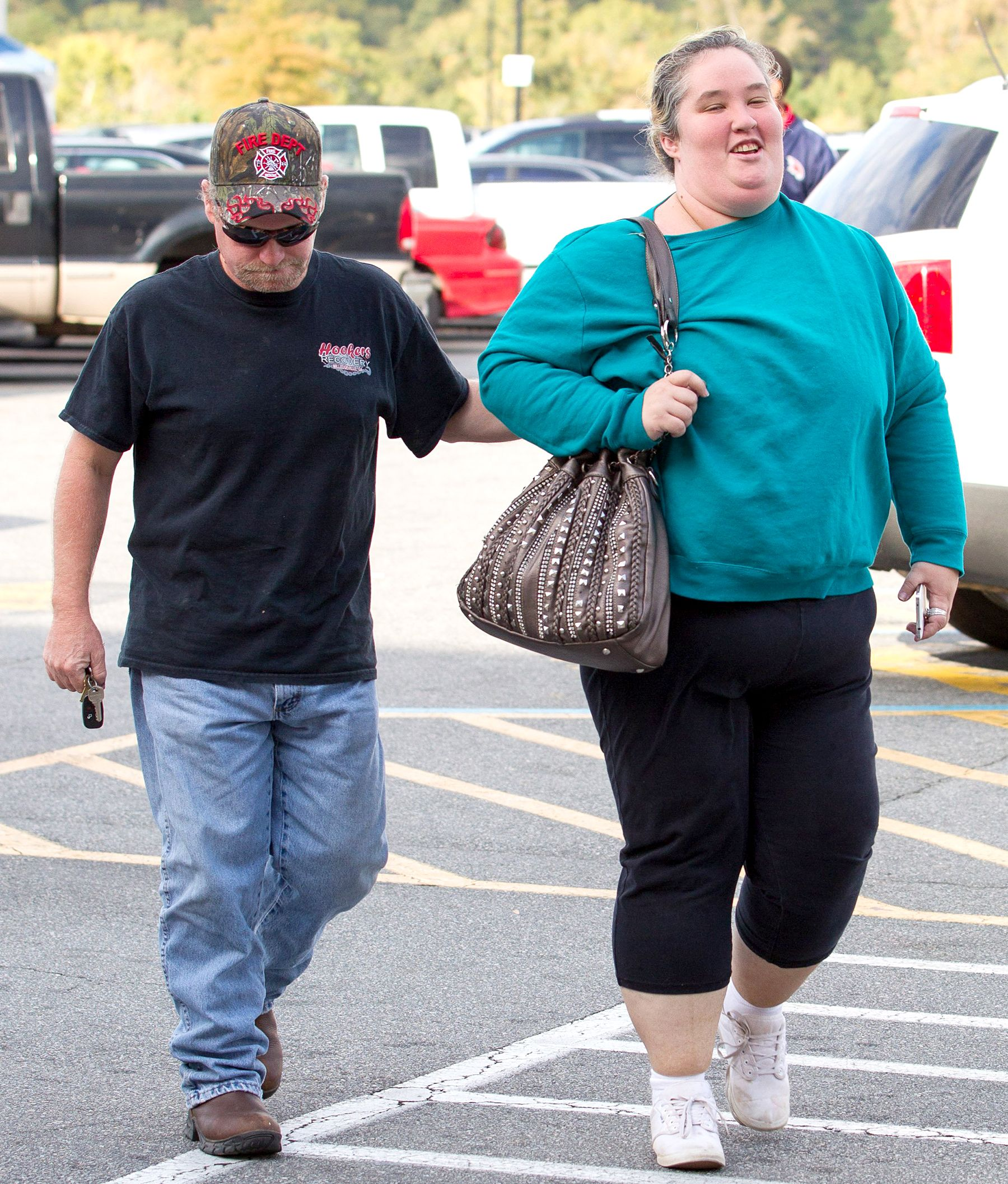 Mama june of here comes honey boo boo reportedly dating sex offender — photo 3