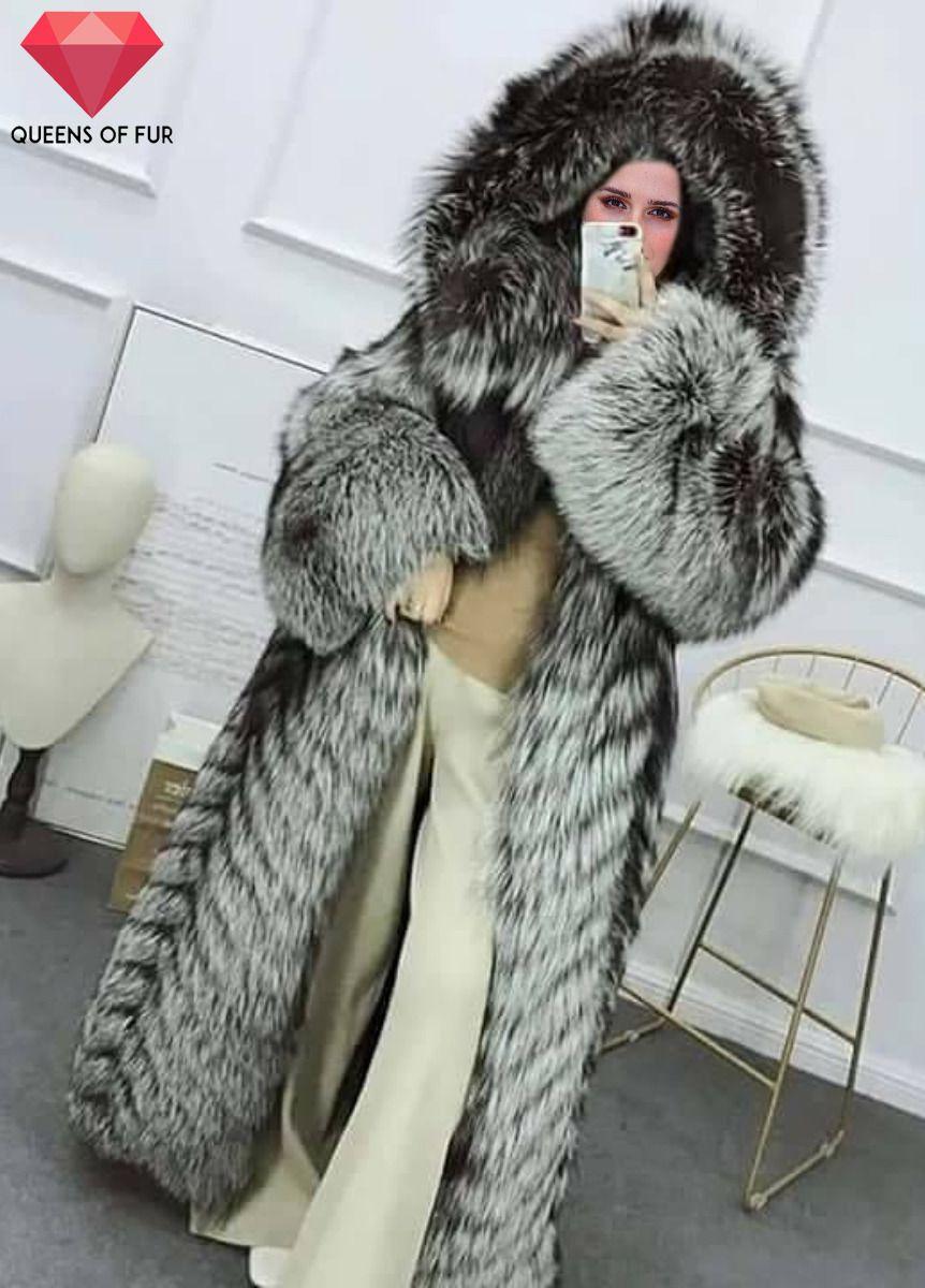 424d7a9f3 Emma Watson in a silver fox fur coat | Coats fur in 2019 | Fox fur ...