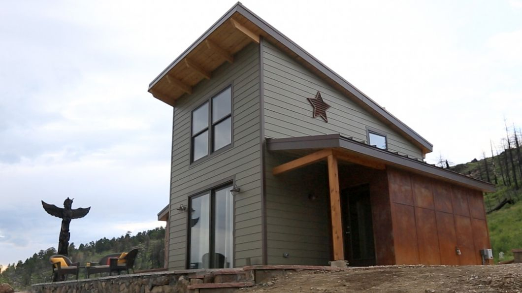 This 500 Square Foot Tiny House Includes A Bedroom