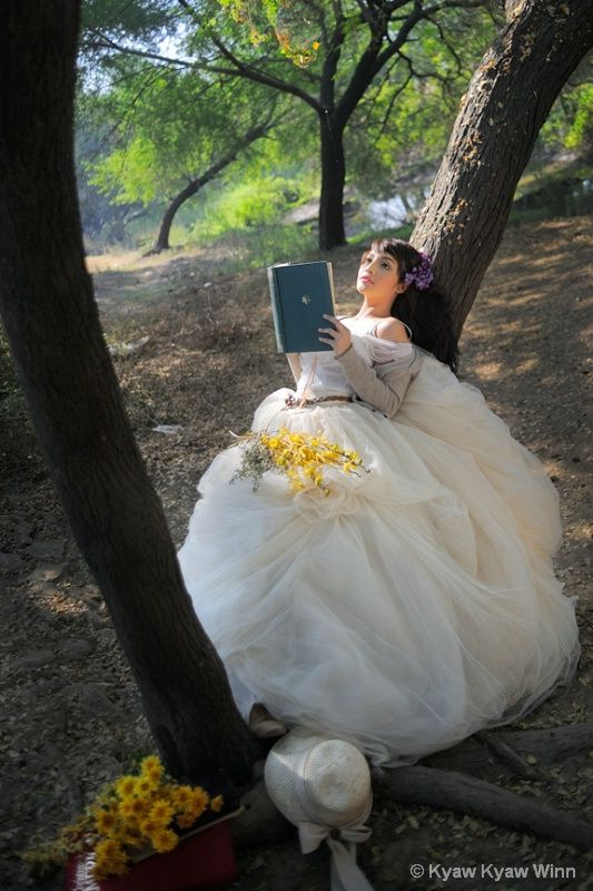 Beauty who Reading the Book