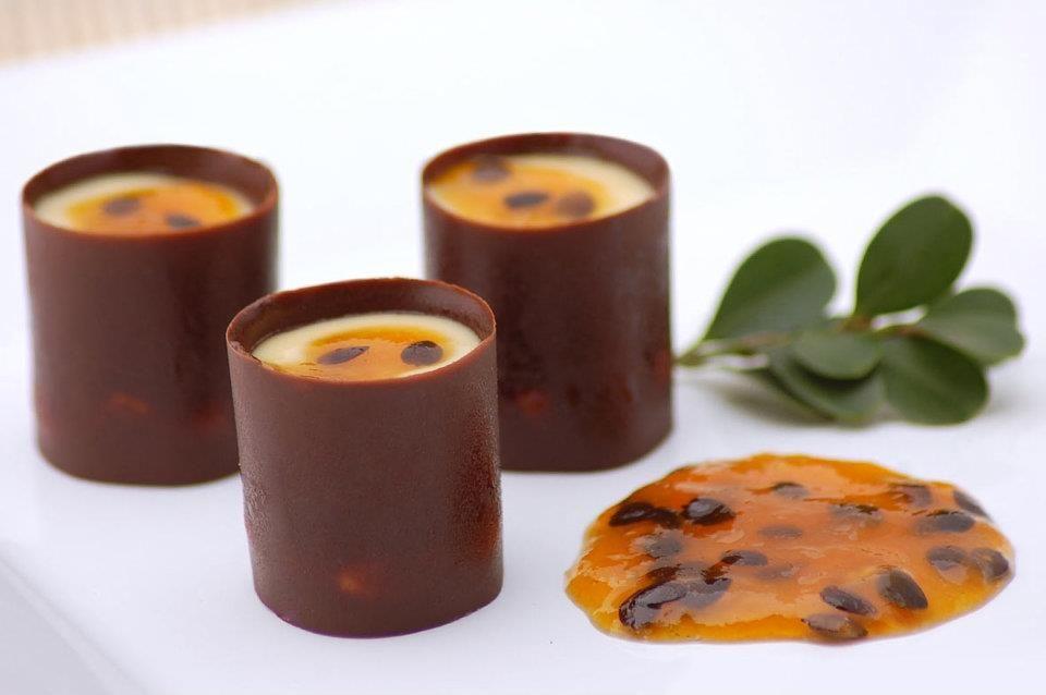 Marquise de Maracujá ::: #atteliededoces #docesfinos #carolinadarosci #casamento #sobremesa #docinhos #docesgourmets #mesadedoces #artesanal #chocolate #marquise #maracujá