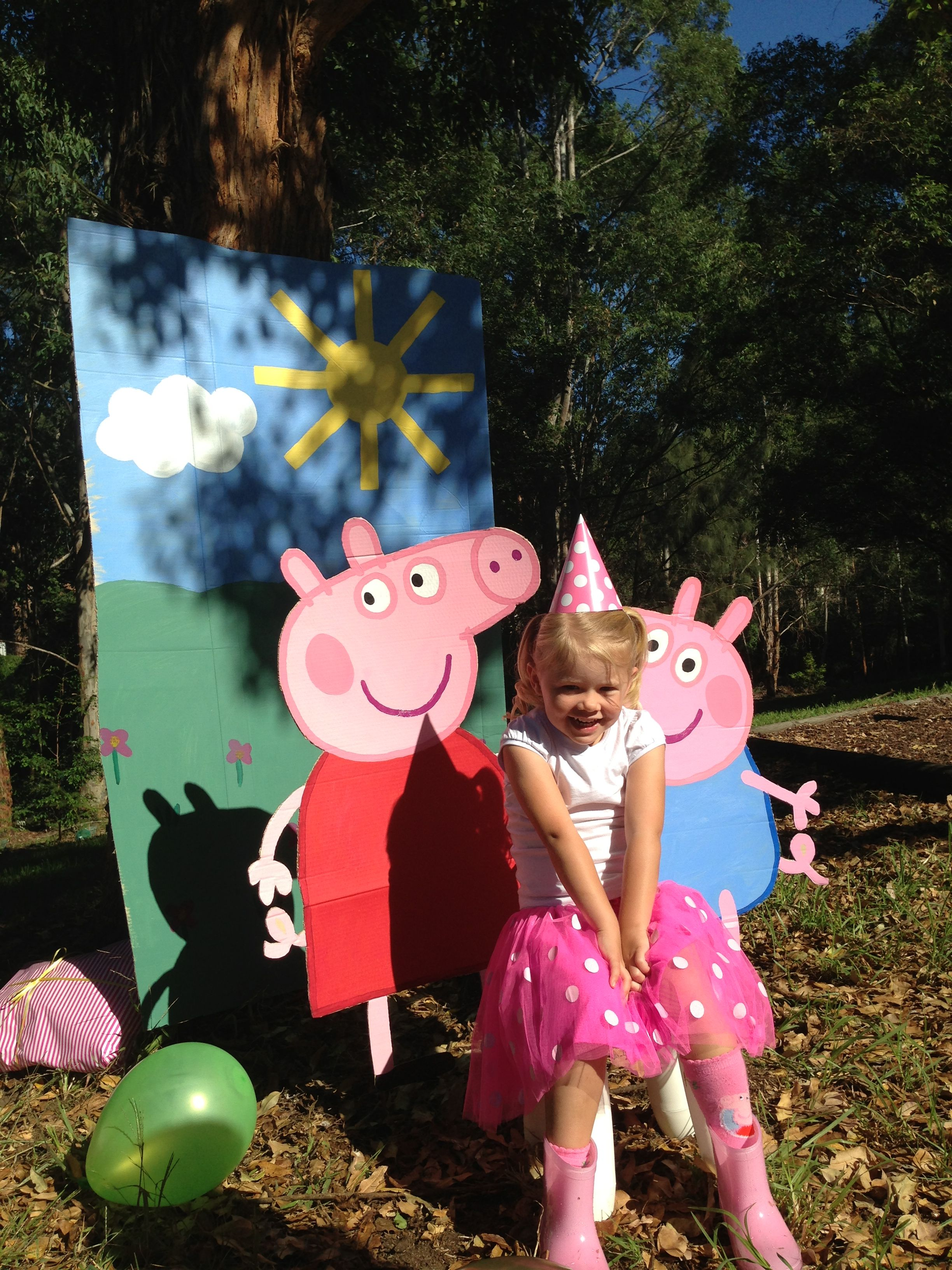 Peppa Pig Party Photo Booth | Party Ideas | Pinterest | Pig party ...