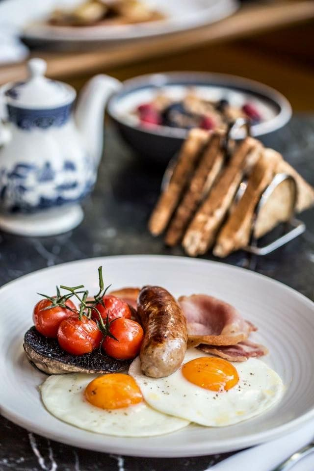 Bread Street Kitchen - Gordon Ramsay's City restaurant serves breakfast all week and 'Lazy Loaf' Sunday brunch with live music. http://www.opentable.co.uk/bread-street-kitchen?ref=12716
