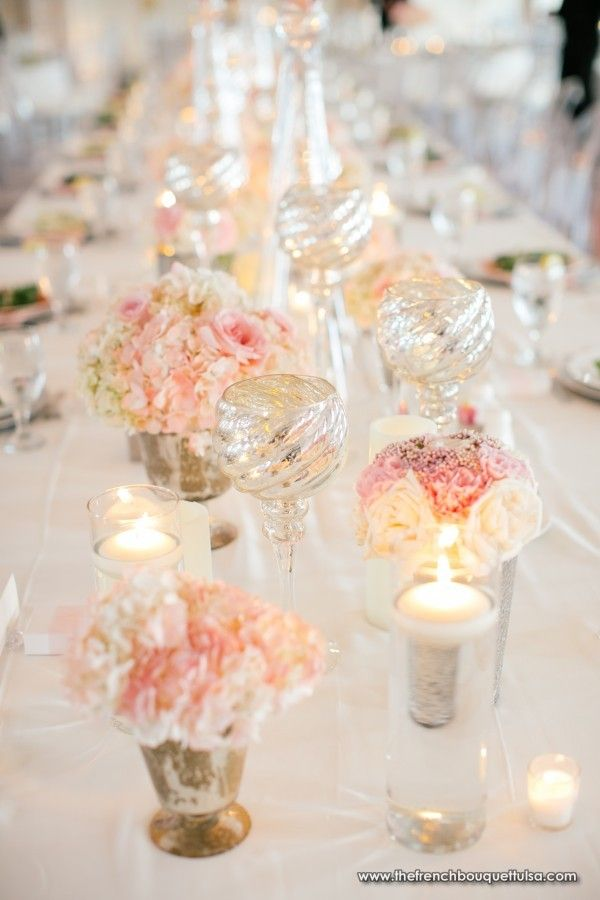 Small centerpieces of pink blush and cream the french