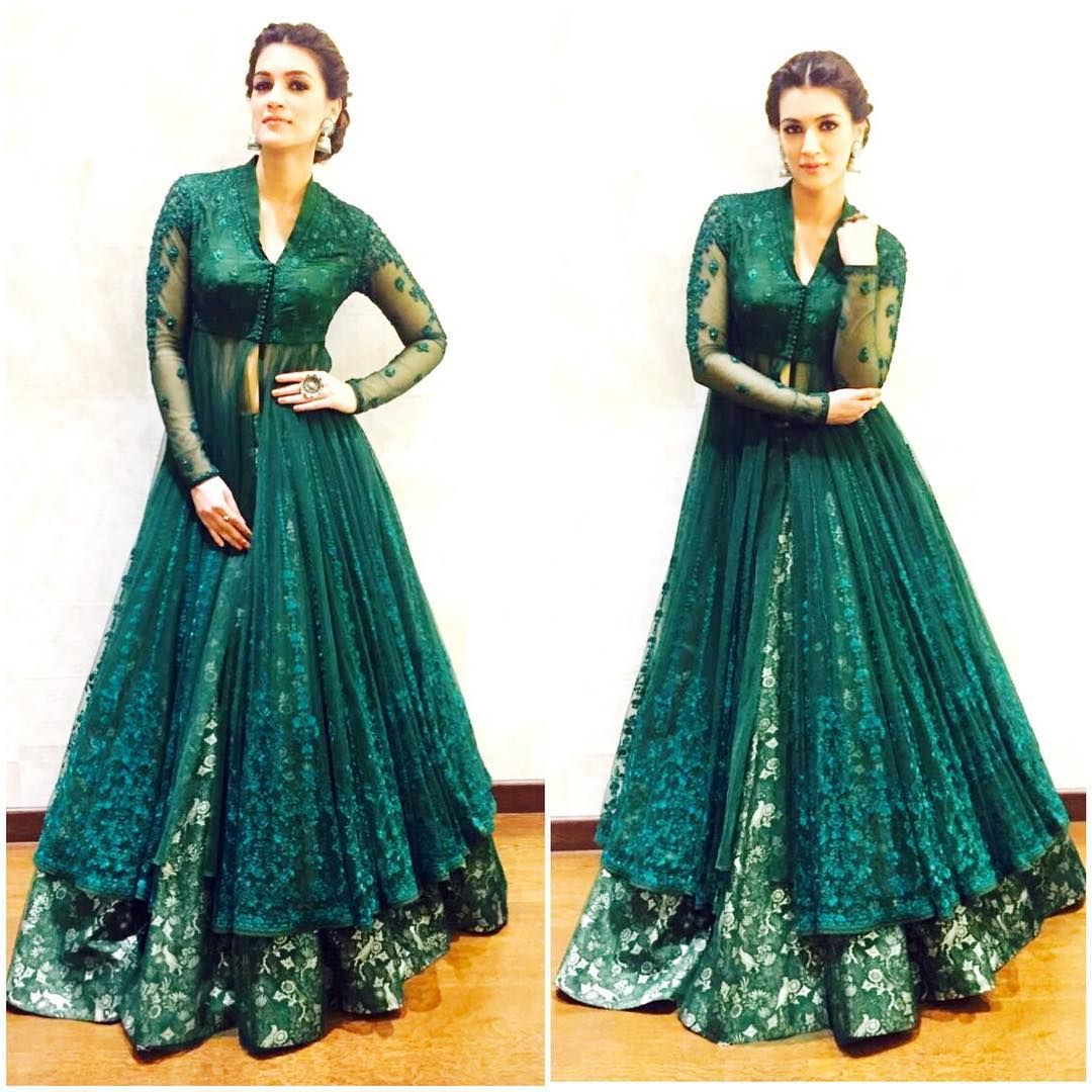 Love indian weddings.. Wearing this lovely outfit by @anjumodi ...